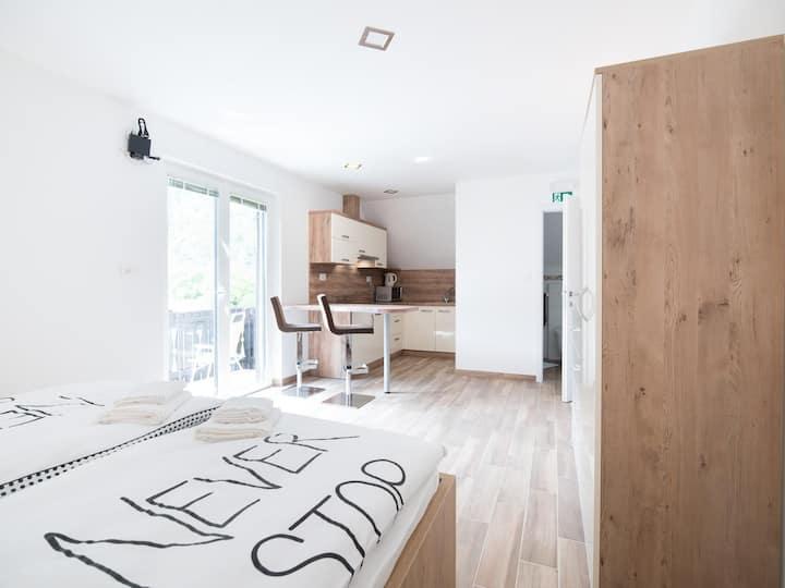 Berebica - New bright apartment with balcony