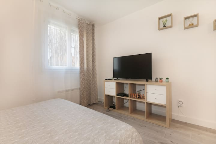 * Charmant studio 30m2 centre ville+parking *2per