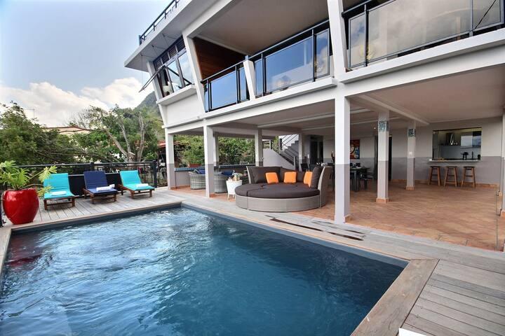 Villa moderne av piscine privée vue mer, plage 50m