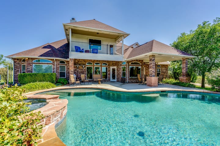 Tiara Mansion 8 Bedroom 5 Bath Pool On 5 Acres Houses For Rent In Fort Worth Texas United States
