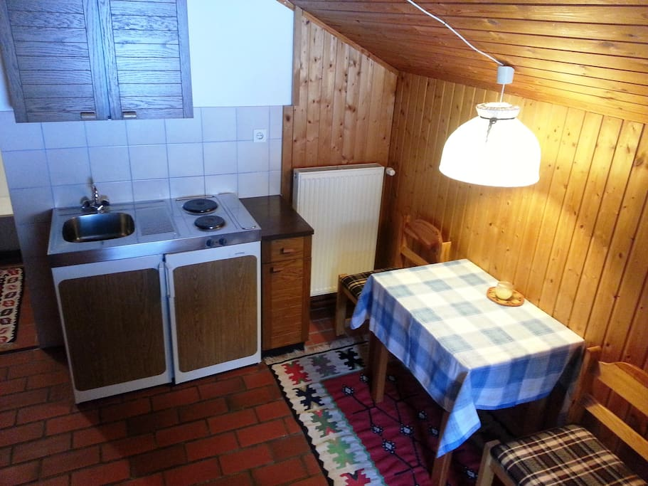 Kitchenet and Table