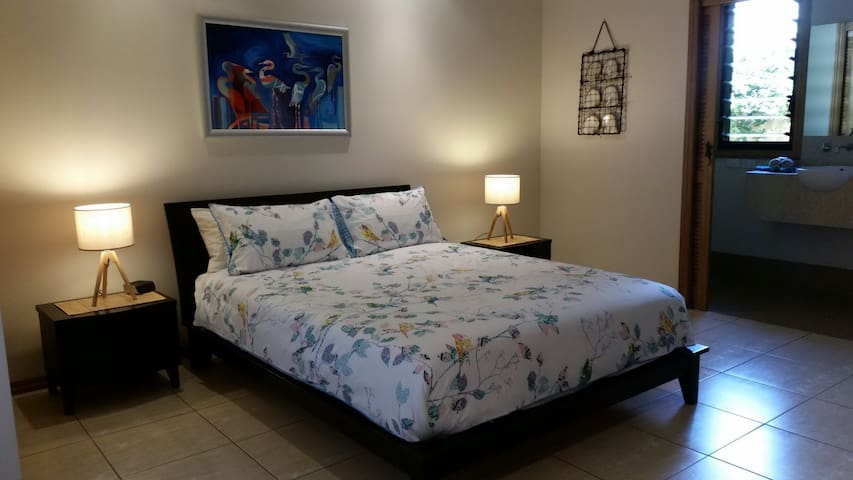 Red Emperor boutique B&B accommodation-Spangled