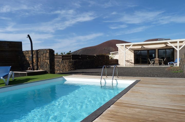 House in lajares with heated pool, panoramic view