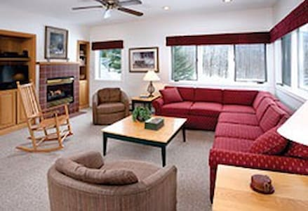 Smugglers Notch Resorts Ski/Board!! - Cambridge - Appartement