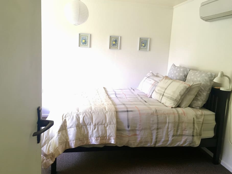 Bedroom with a queen bed and an ensuite - using quality linens