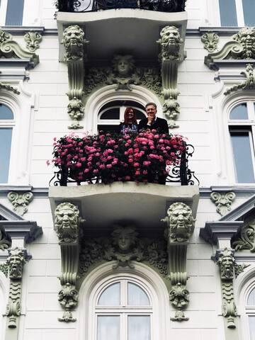 Balkonzimmer mit Geranien