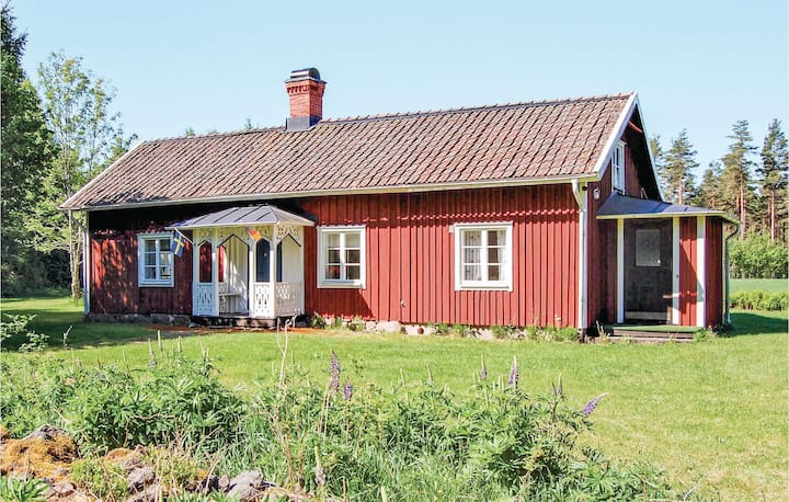 Awesome home in Älgarås with WiFi and 3 Bedrooms
