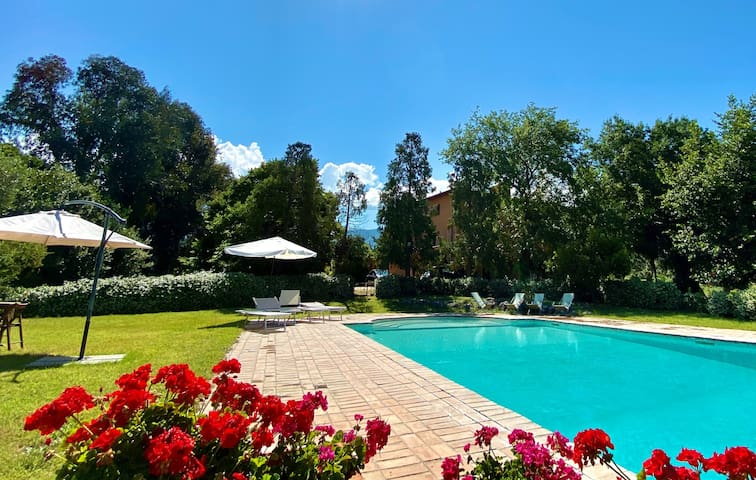 Roman villa with private pool and soccer field
