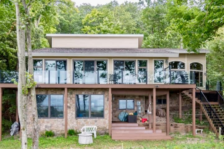Webster Haven Lakefront Home (South Haven area)