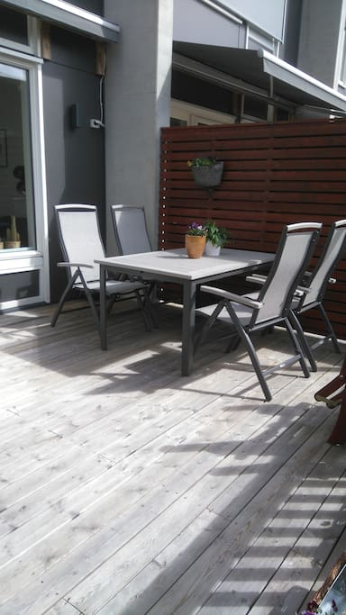 20 sqm private porch. Sun from 9am - 8 pm. Enjoy!