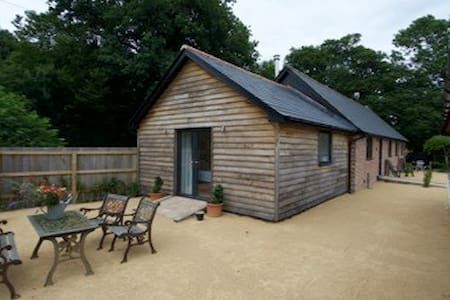The Parlour luxury cowshed conversion level access - Robertsbridge - Haus