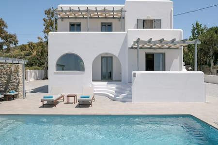 Naxos Infinity Villa Pool Suite - 8 mins from port