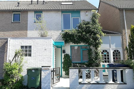 Villa with garden 20 minutes from Amsterdam