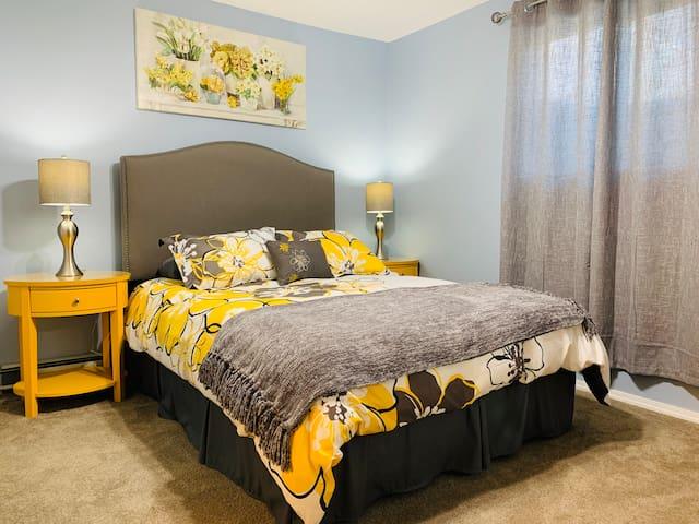Master Bedroom #2/Queen size bed