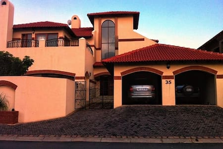 Cosy double storey townhouse. - Roodepoort