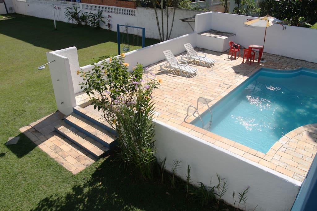 Piscina com vista para a Serra do Mar.Vista dos quartos para a piscina.
