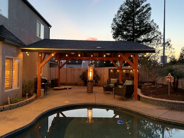 Beautiful and inviting home in the Heart of Clovis