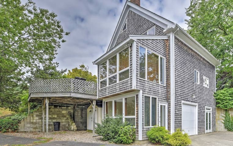 Alluring 3BR Hyannis House - Steps to Beach! - Barnstable - Casa