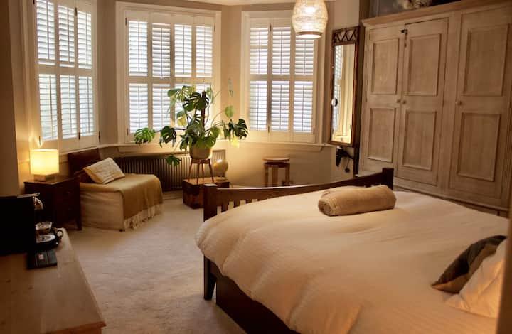 Lovely Large Ensuite Room