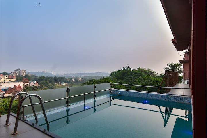 Royal Pool & Deck Villa