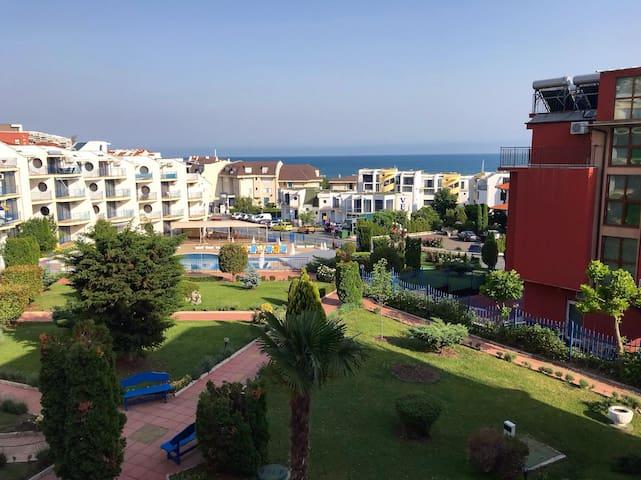 Sea view apartment 100m to the beach
