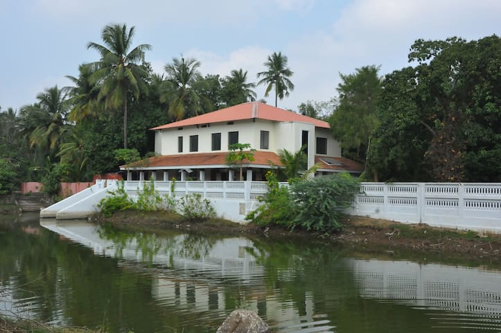 Resort in Manakudi amidst nature-Weekend Discount