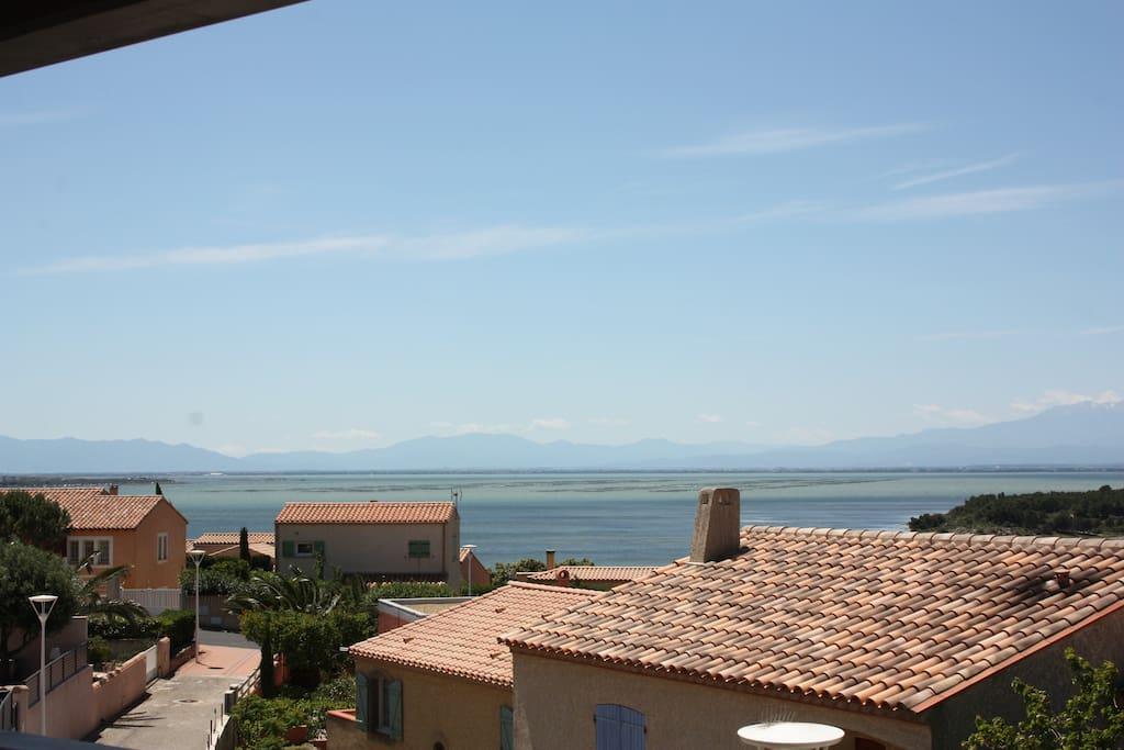 Villa Avec Grande Terrasse : Belle villa avec vue sur l u0026#39; u00e9tang, grande terrasse