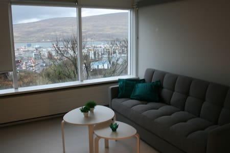 Cosy and great view - Akureyri - House