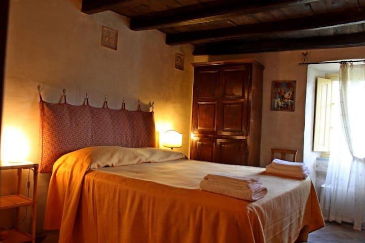 Dimora del Giglio - antica casa in borgo medievale - Castiglione - House