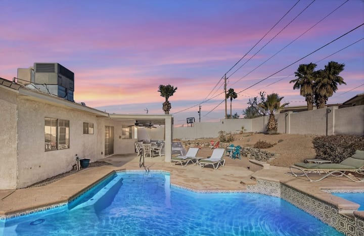 NEW! Desert Pool & Spa Home, Minutes to Beach!