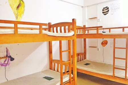 三亚徒良(榴莲)青年旅舍蜈支洲岛店-男生多人间的一个床位 - Sanya - Dormitório