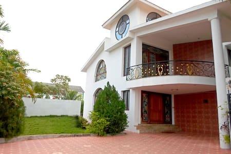 Anitha Garden - 3 BR Villa & Pool for large groups - Villa