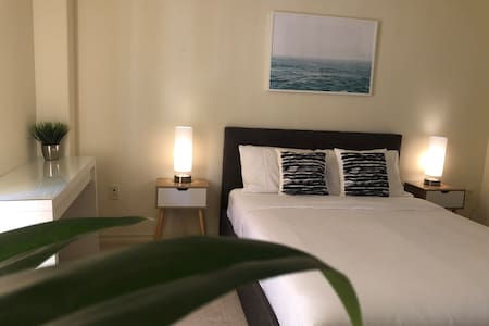 Walk to the beach! Luxury Master Bed, 12min to LAX