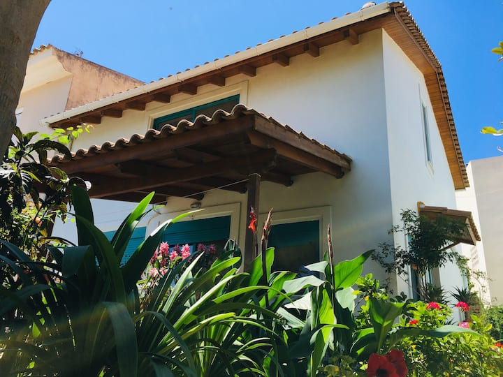 Unique Vila 2 min walk from the beach