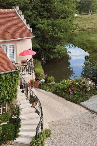 Le moulin sur la rivière proche de Pierrefonds