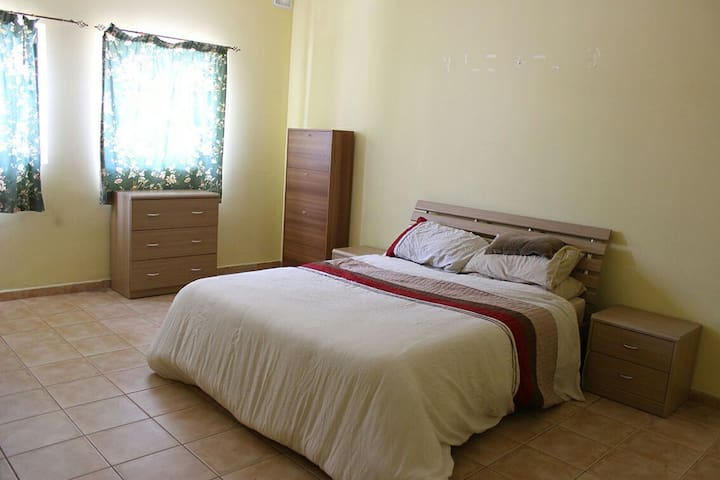Large Private Double-Bed Cosy Room Central Malta - San Gwann - Byt
