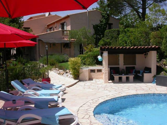 Rez de villa 2 chambres avec piscine privée. - La Motte