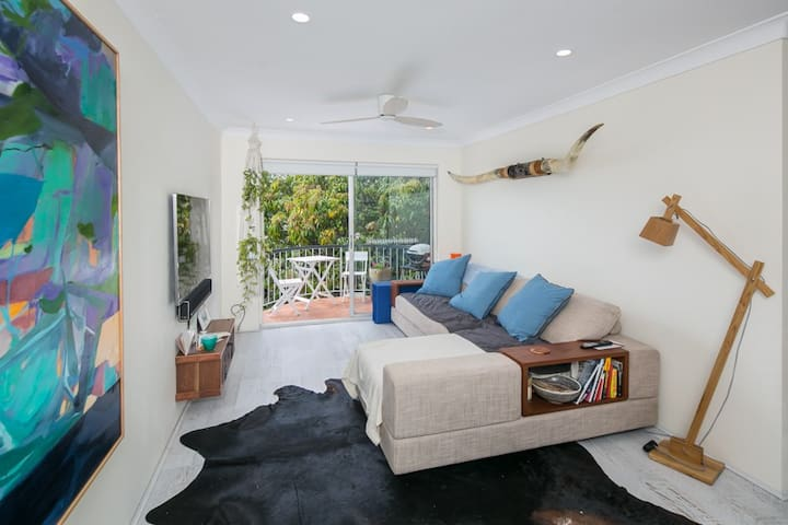 Cute and Quirky 2 bedroom family friendly unit