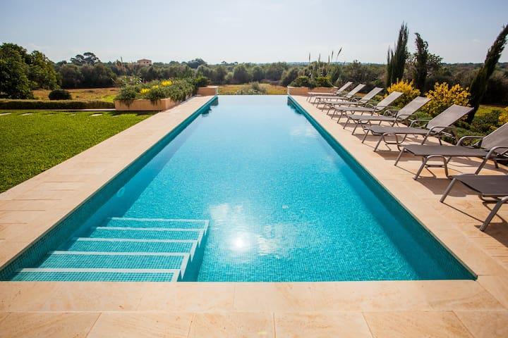 Pool 14 x 4 meters