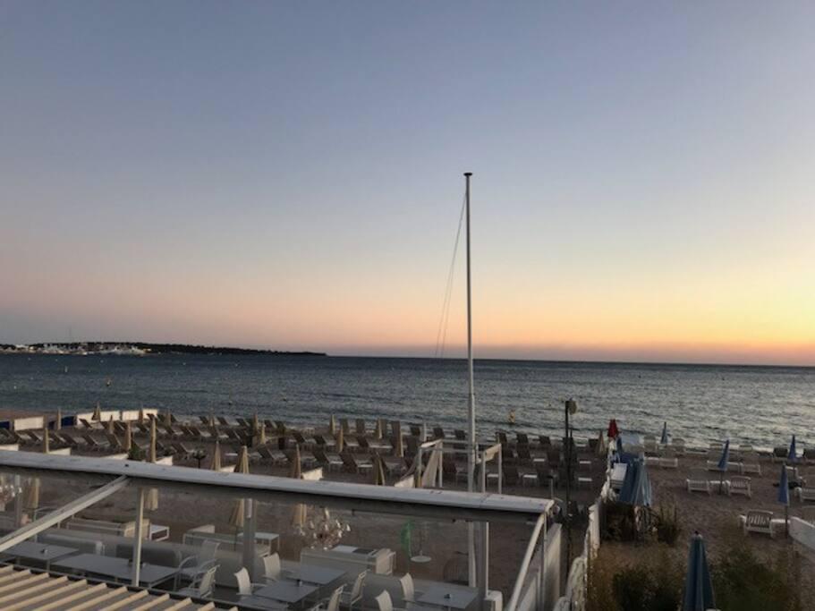 beach equipped 2 minutes from the house / La Plage equipee (2min. de la maison)