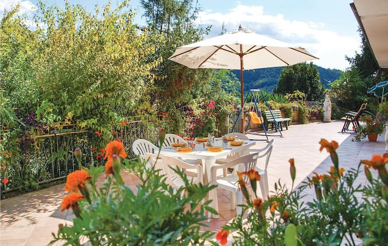 Semi-Detached with 3 bedrooms on 130m² in Nocchi - Camaiore LU