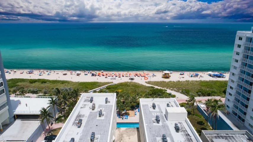 ON THE BEACH, 1BR SUITE, DIRECT BEACH ACCESS