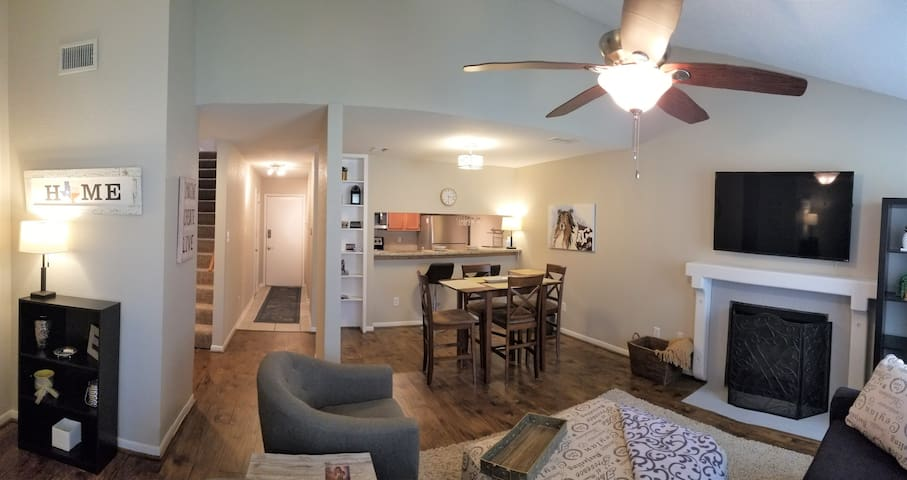 Aggieland Cottage by the C(ollege) sleeps 6