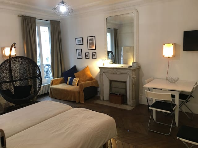 Le Marais Rosiers Sunny Apartment for 5 People.