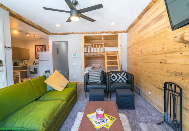 Mountain Modern Condo w/ Built-in Queen Bunkbeds!