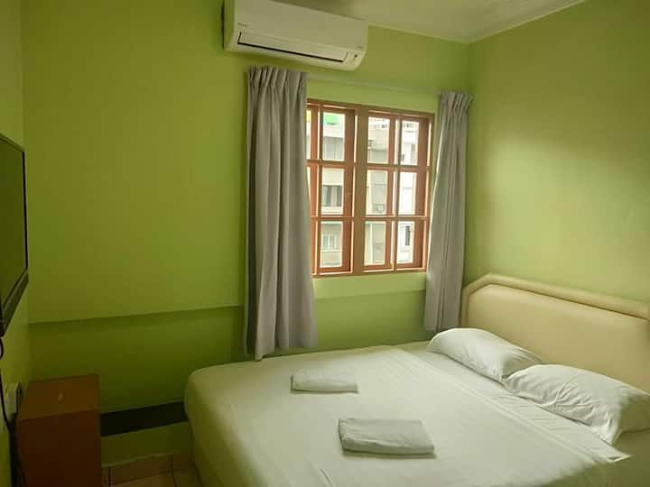 Borneo Gaya Lodge (1 Queen Bed/Private Bathroom)
