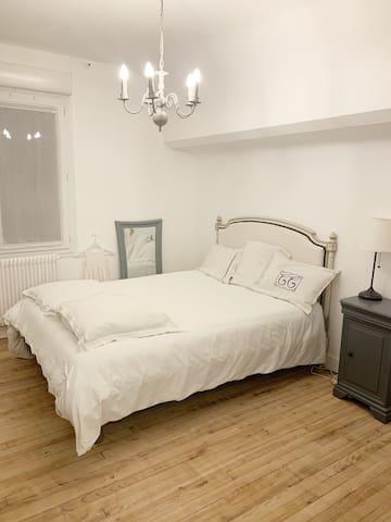 Grande chambre Poudlard, lumineuse et très confortable