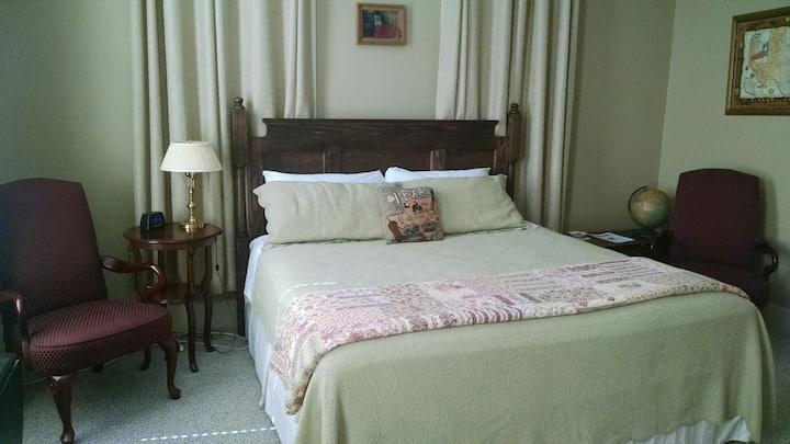 Crockett Room - Hardeman House Bed & Breakfast