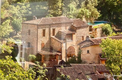 Mas (15s) vaste,renové , village classé , rivière