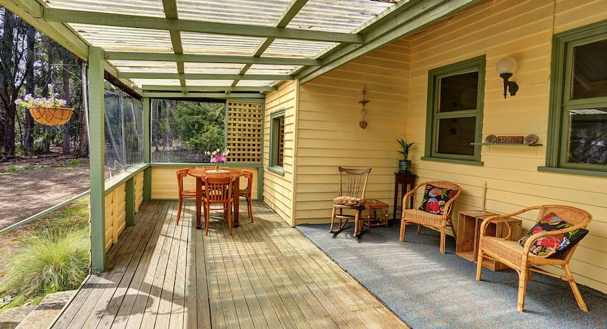 Broadwater Cottage, Waterfront old world charm. - South Bruny